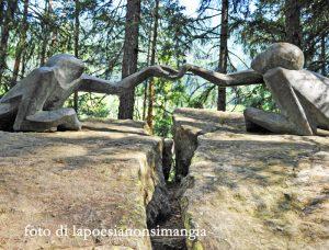 Scultura lungo il seniero verso le Cascate di Riva - Campo Tures (Alto Adige)