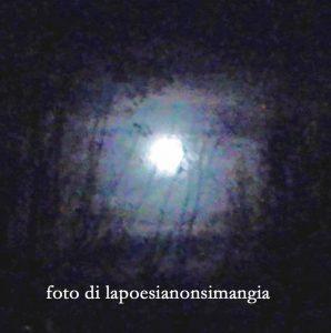 la luna ci vede