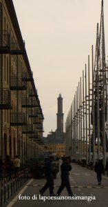 Cose dal mondo (7): un faro in lontananza... Genova