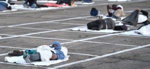 """Aprile 2020 (emergenza Covid 19): senzatetto a Las Vegas - """"distanziamento"""""""
